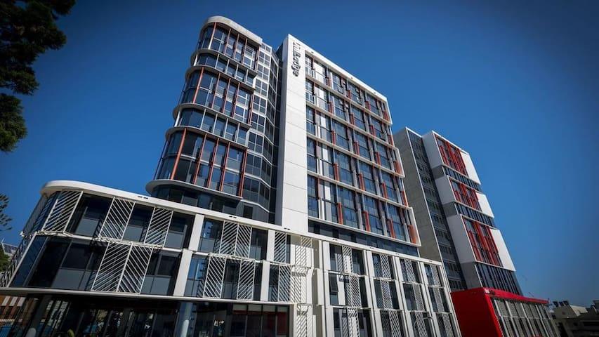 Popup Brisbane (Standard Studio)