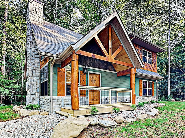 All-Suite Cabin on 1.5 Acres w/ Private Hot Tub