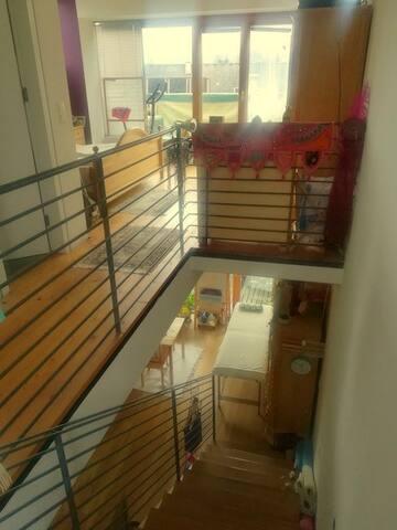 Unter- und Obergeschoß der Maisonette mit Treppenaufgang