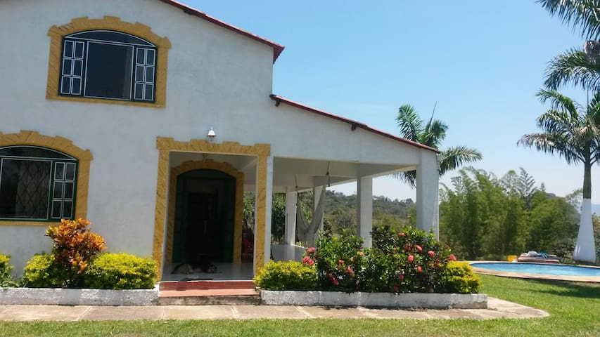 Finca con piscina privada, a 10 minutos del pueblo - Barbosa - Vacation home