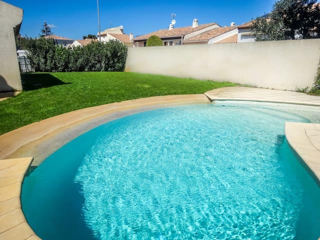 Belle villa avec PISCINE clim à 5 mn de la plage