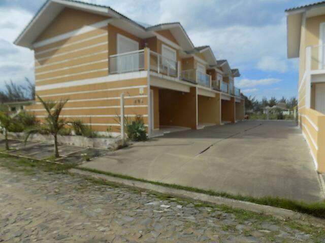 Lindo Sobrado a 2 quadras do Mar 15 min de Torres - Passo de Torres - Wohnung