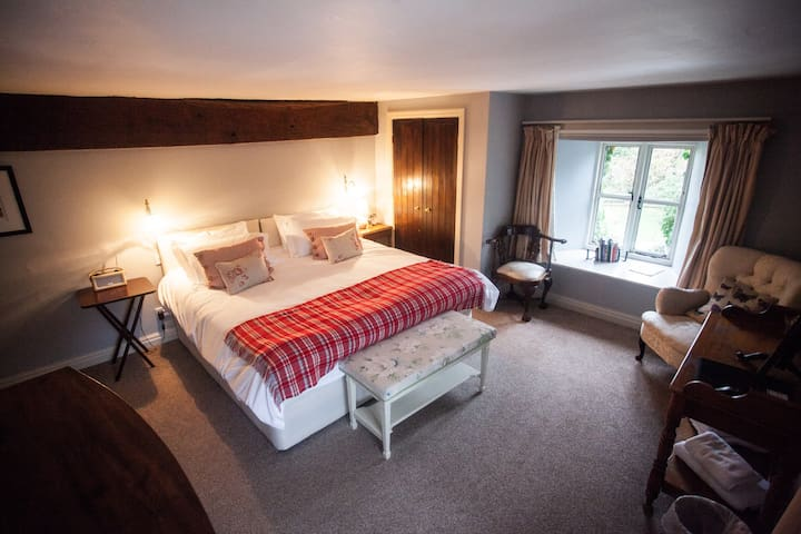16th Century Farmhouse room - Michaelchurch Escley - Bed & Breakfast