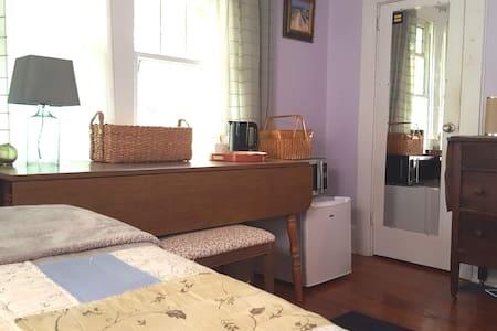 Private Room/Bath Near Uptown  w/fridge-microwv - Шарлотта - Бунгало