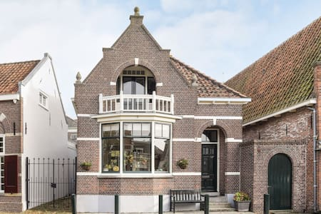 Old Holland, Edam