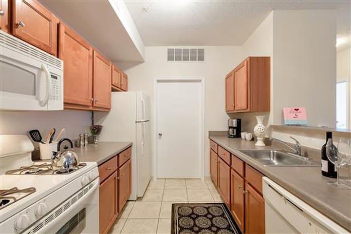 Cozy Cobblestone Community!-2bd - Painesville - Apartamento