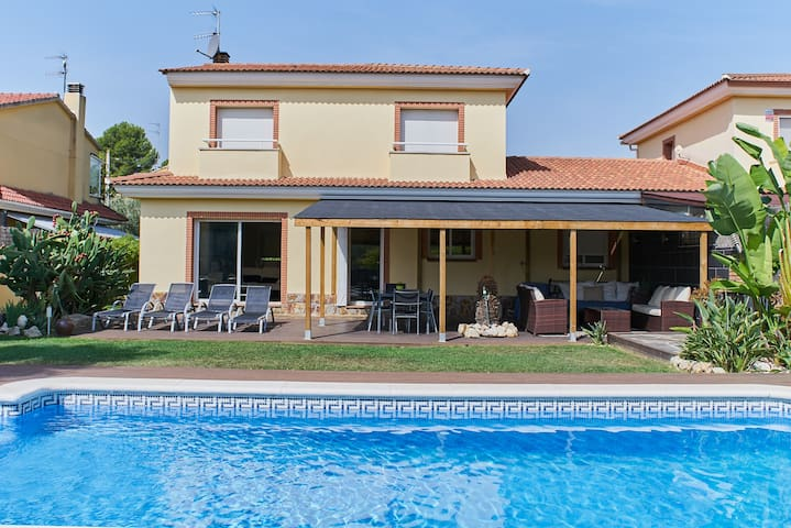 4 bedroom villa with pool near to Sitges
