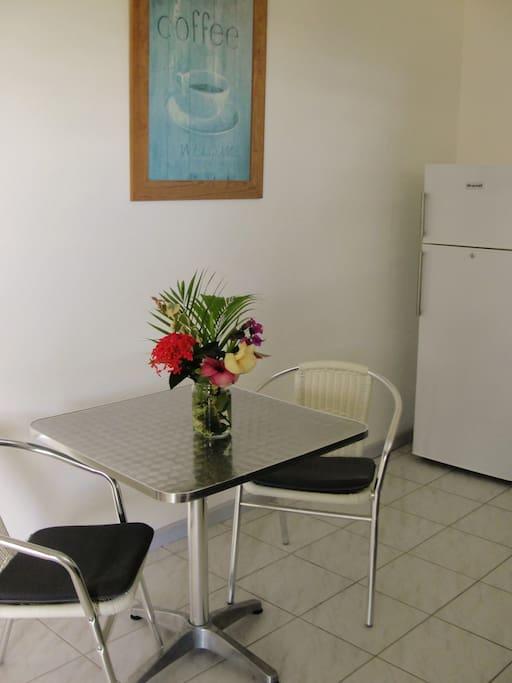 Studio tout equipe deck sur jardin apartments for rent for Cuisine tout equipe