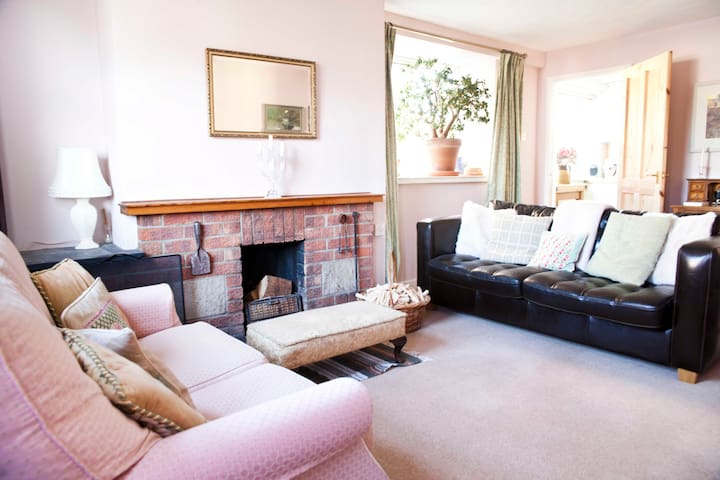 Cosy semi-detached cottage, Sculthorpe - Norfolk - Talo