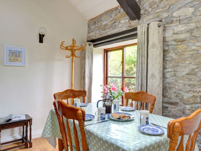 Charming and cozy countryside cottage in a secluded, quiet position