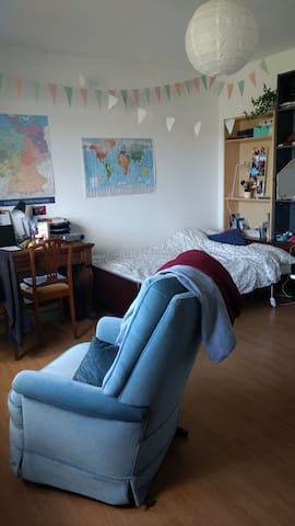 Large room available in student house