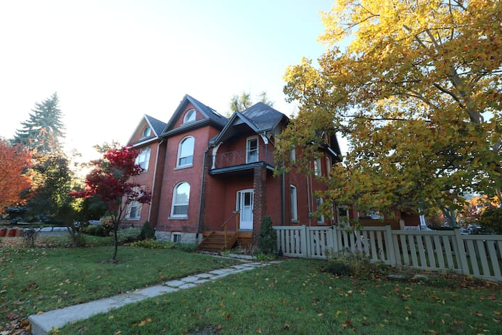 Beautiful home in trendy Locke Street area - Hamilton