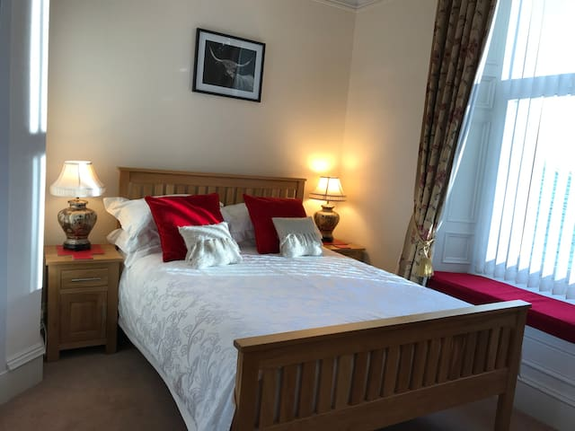 Aurora 4* Guest House with breakfast included(R3)
