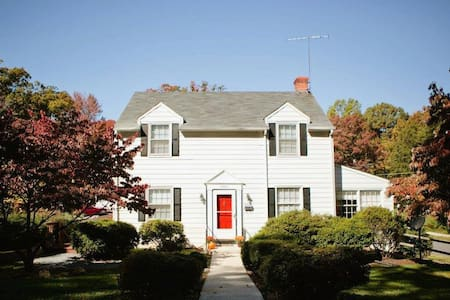 Charming, Spacious Tremont Home - 獨棟