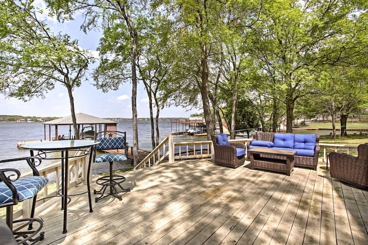 This home for 12 sits just steps from Cedar Creek Lake.