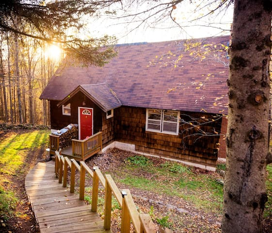 Mountain Retreat - near ski hills & wedding venues