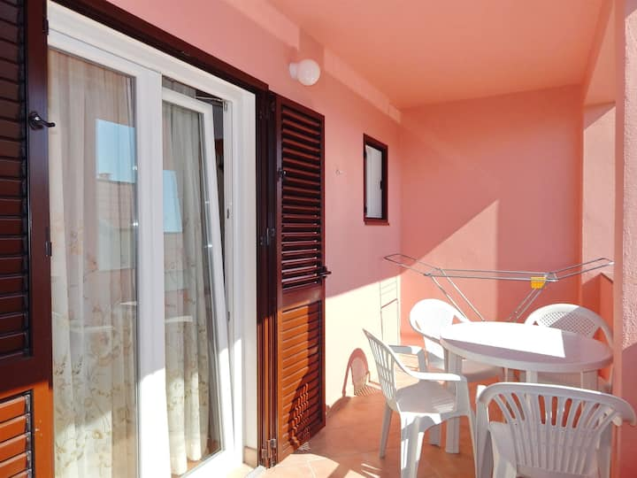 Two Bedroom Apartment, 200m from city center, seaside in Pag - island Pag, Balcony