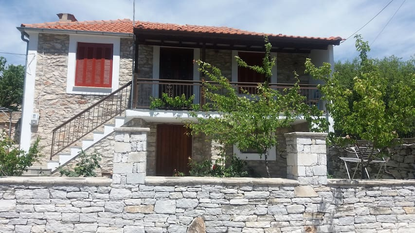 Vigla,  Stone House in Theologos!