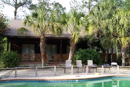 Simkins' Pool House and More - Moultrie - Gjestehus