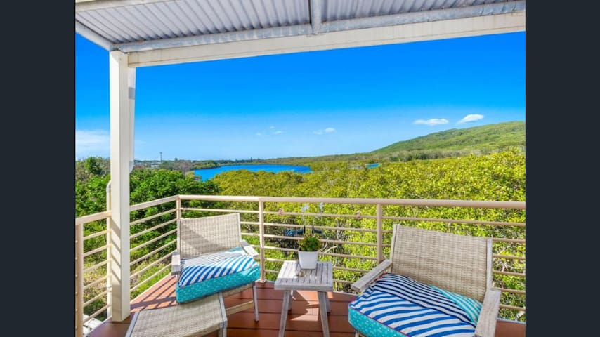 2 Bedroom Waterfront Beach Unit With Amazing Views