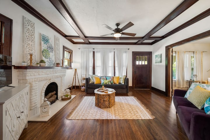 1920's drenched in Charm- Near SiloEvent sleeps 7
