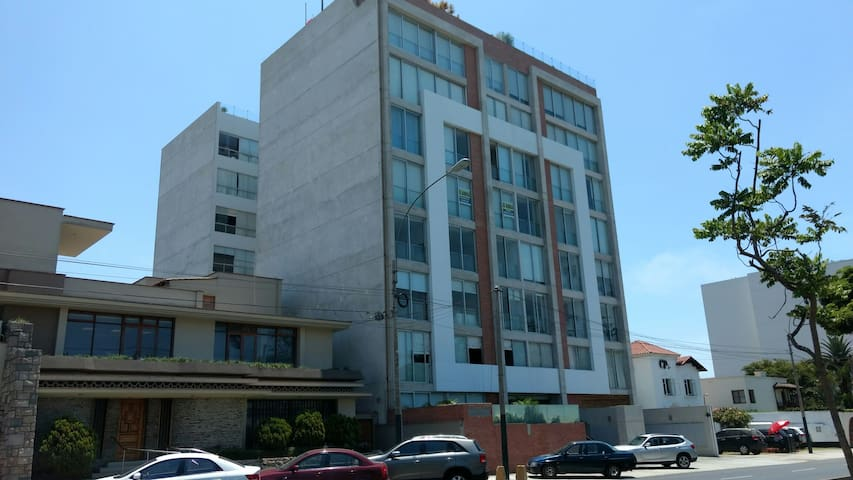 Big New Private Room, centric, modern aparment. - Lima - Leilighet