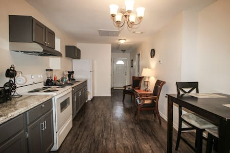 Gateway Apartment: 2 Bedrooms with Kitchen