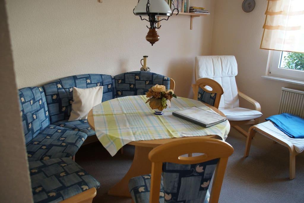 Der Wohnbereich mit Esstisch