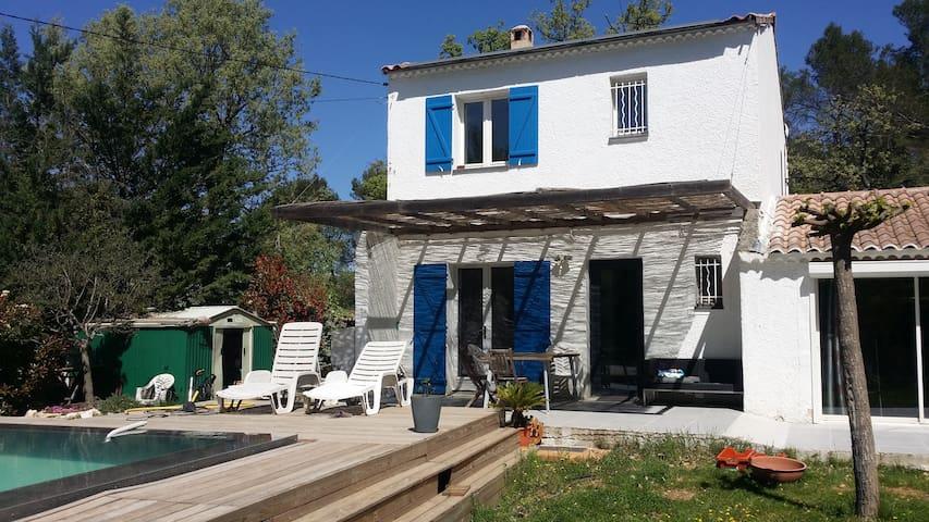 Maison piscine a débordement au milieu des chênes - Nans-les-Pins - Hus