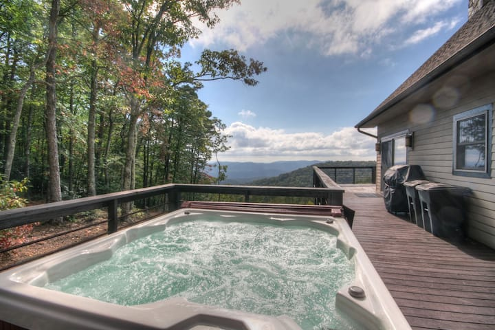 2BR/3.5BA Cabin, Great Views, Hot Tub, Pool Table, Fire Pit, Secluded Acreage