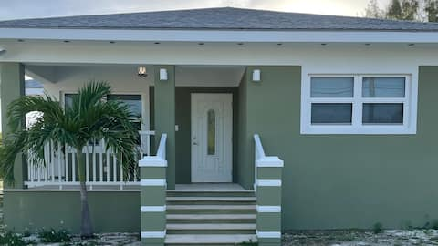 Lovely 2-bedroom unit in GHC, Berry Islands