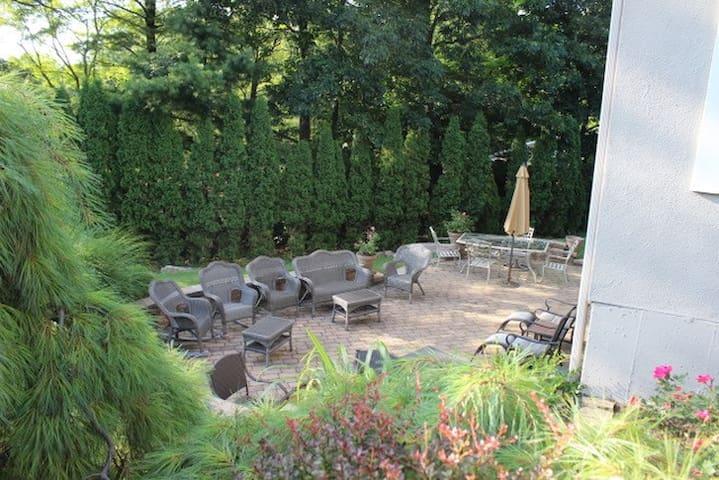 The Primrose Guest Suite