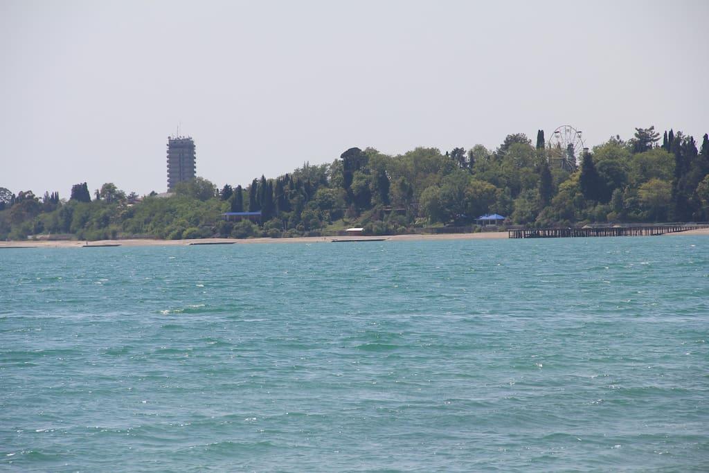 Вид на парк с моря