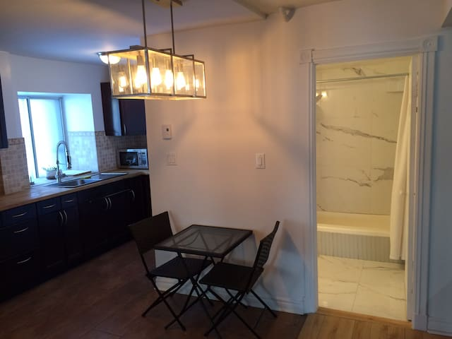 Renovated, Furnished, ParcLaFontaine, min 32 day