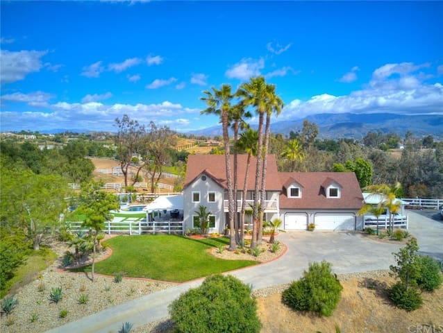 Upscale 5 acre estate in the heart of wine country