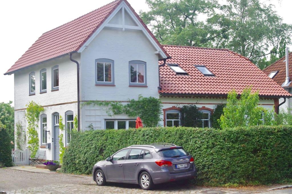 Unser Haus und eure Wohnung in der 1. Etage