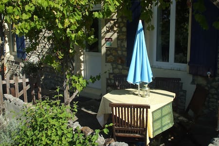 Moineau Country Cottage (Gite) with BBQ and Pool - House