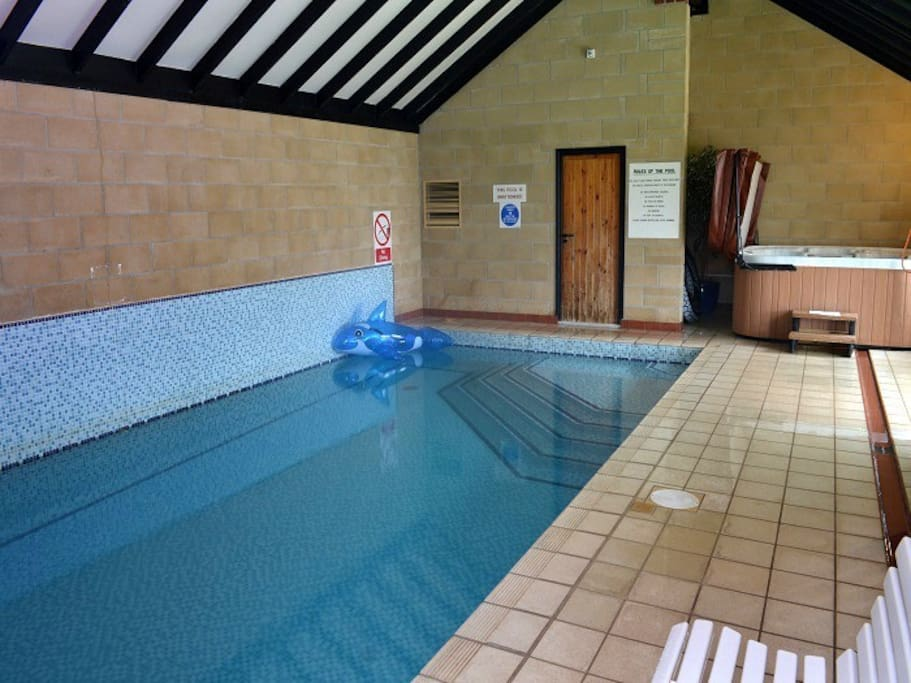 Shared heated swimming pool at Robin Hill Farm Cottages