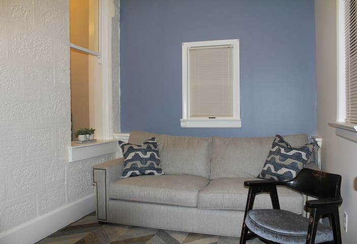 Classy, Renovated, First Floor One Bedroom