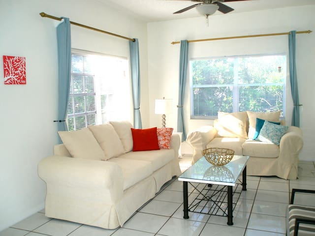 Buddha Cottage, just minutes from Grace Bay Beach!