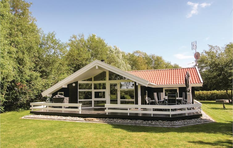 Holiday cottage with 3 bedrooms on 86 m² in Humble