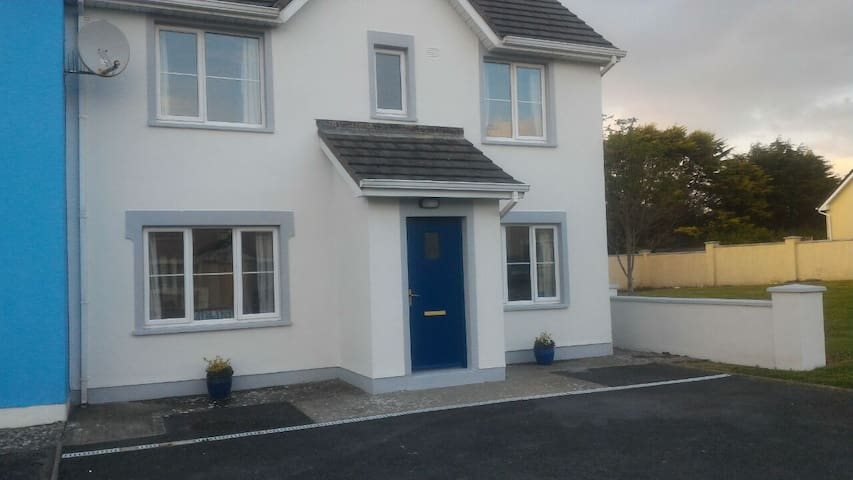 15 Summercove, Lahinch.