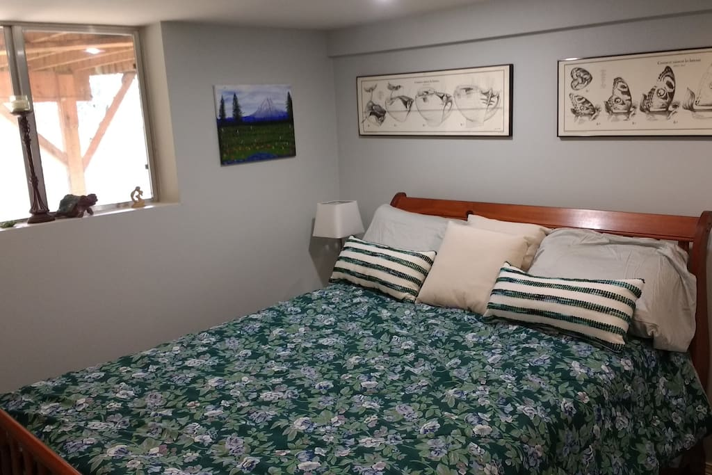 Extremely comfortable queen bed with contour pillows with plenty of extra pillows and blankets. All new condition.