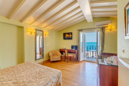 Neoclassical Superior Suite in Syros - Ermoupoli