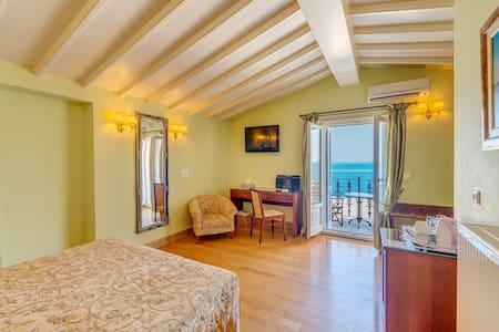 Neoclassical Superior Suite in Syros - Ermoupoli - ที่พักพร้อมอาหารเช้า