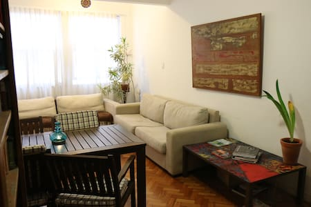 Room in Leblon, 100m from the beach
