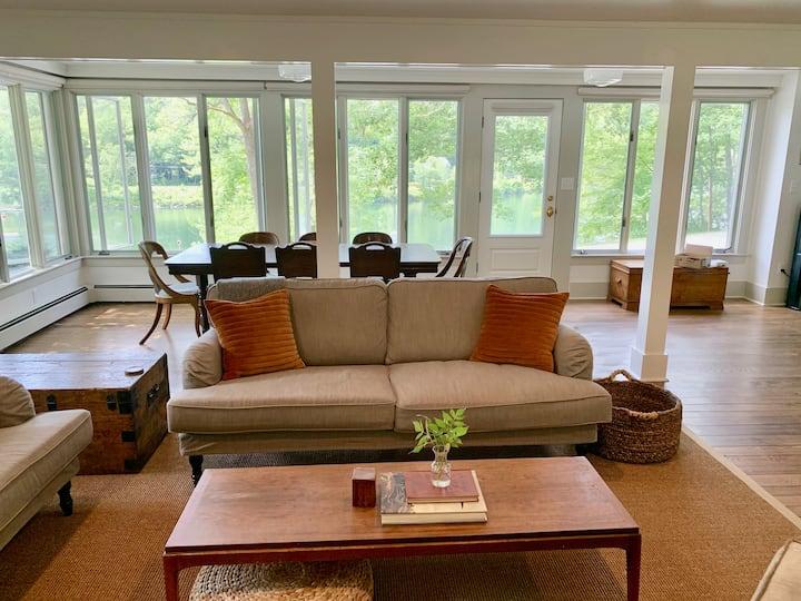 Newly Renovated Spacious Family Lake/ Ski House