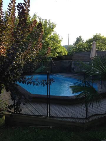 Charmant 2 pièces + sdb au fond d'un joli jardin - Billère - Bed & Breakfast