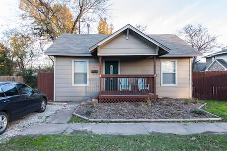 Beautiful Bungalow on the East Side of Fort Worth - Fort Worth - House - 1