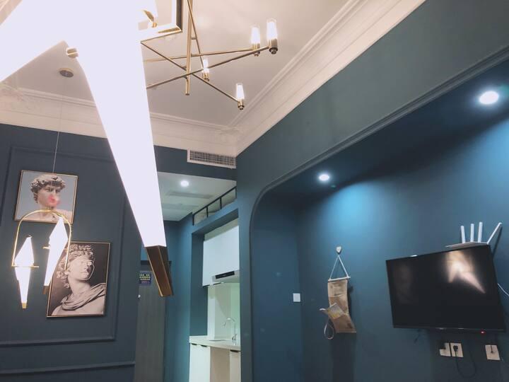 网红设计师民宿,法式复古独居一室,双清湾旁,交通便利,高铁西站,飞机场都很近